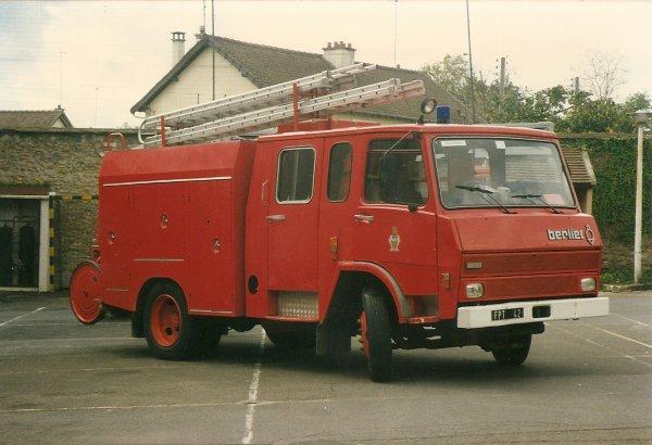 BERLIET 770 KB6 en version Fourgon Pompe Tonne