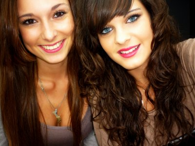 Cette amie qui est près de toi à chaque minutes de ta vie, qui n'hésite pas à te harceler pour savoir ce qu'il se passe. Celle qui sera présente à n'importe quel moment, celui qui sera disponible à n'importe qu'elle heure que se soit de jour ou de nuit, qui pourra t'appeler durant des heures rien que pour te réconforter. Celle qui te dit je t'aime pour que ton sourire refasse surface, l'amie que tu ne trouve qu'une fois, l'exceptionnelle, l'irremplaçable. Celle qui te protège comme si tu faisait parti d'elle. Celle qui pour toi est comme ta soeur, celle qui t'aide à garder la tête haute & à marcher droit quoi qu'il puisse arriver, quoi qu'il puisse se passer  ♥ ..