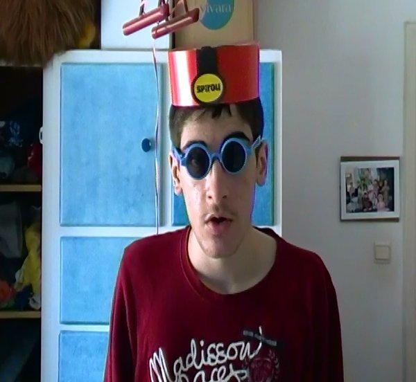 Le type qui porte des lunettes de soleil et un calot de Spirou - Les personnages d'Imas69