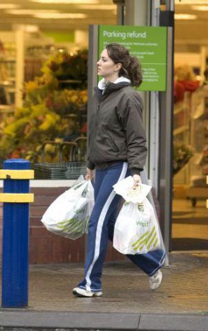 Pippa Middleton And Prince Harry Kate Gets Groceries Fr...