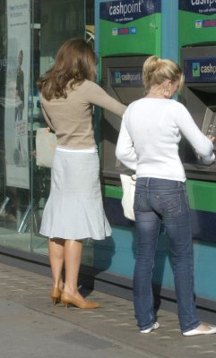 Kate Shopping On The Kings' Road With Her Mother - 16 August 2006