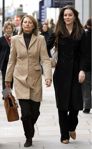 Kate Shopping For Evening Gowns With Her Mother - 10 November 2006
