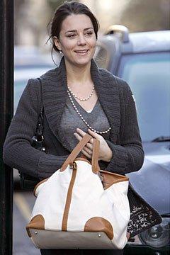Kate Taking Out The Trash - 29 November 2006