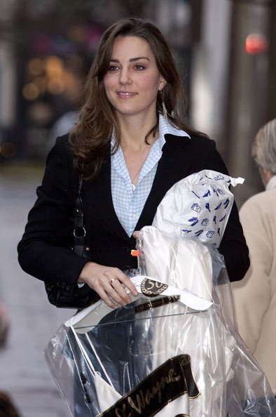 Caught Picking Up The Dry-Cleaning In Bicester Village - 1 December 2006