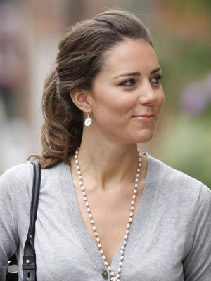 Fresh-faced In Pearls - 3 July 2007