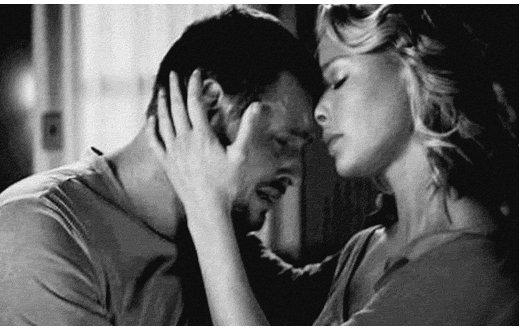 """""""Il me manque. C'est atroce, il me manque tellement. C'est pas par vagues, c'est constant. Tout le temps, sans répits."""""""