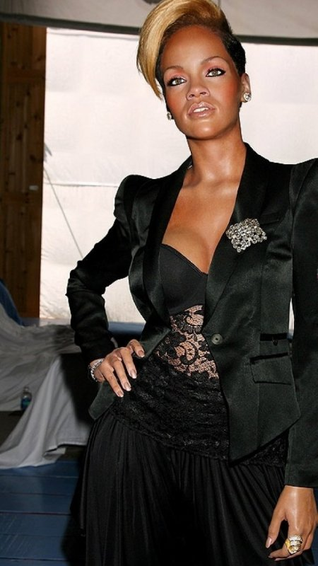 Une Rihanna de cire !!