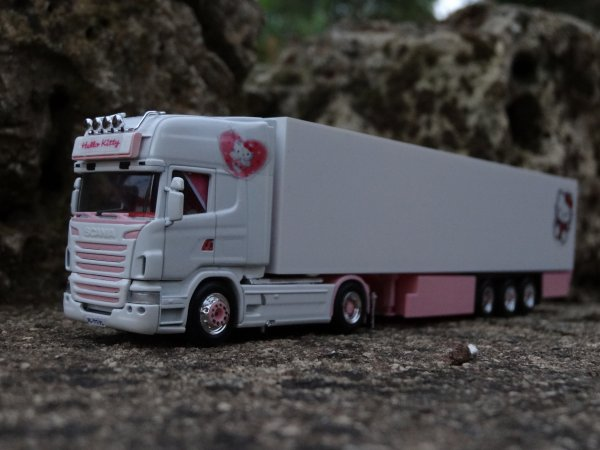 scania hello kitty