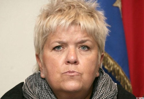 Article presse/interview  Mimie Mathy se remémore son combat contre les lancers de nains