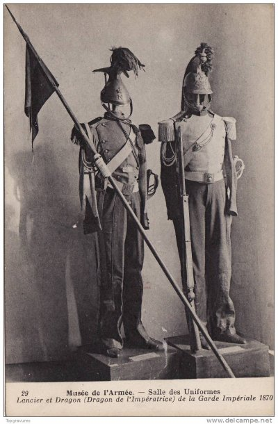 cpa du musée de l'armée : uniformes et armes de lancier et de dragon de la garde impériale en 1870