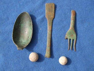 vestiges de cuillère et fourchette des troupes françaises du 1er empire