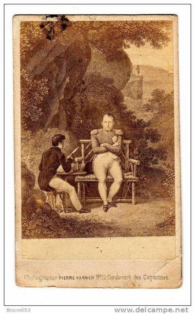 jolie photographie style cdv de Napoléon dans son jardin à Ste Hélène