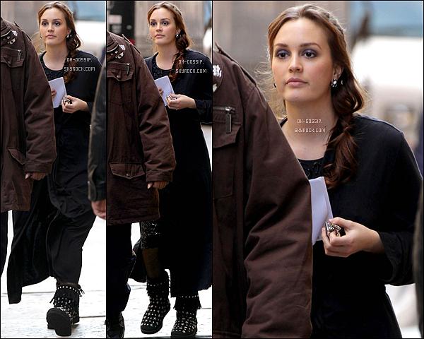 . 01/02/12 | Pour la première fois de l'année, Leighton a été aperçu sur le set de Gossip Girl Enfin des nouvelles de Leighton :) elle aurait été aperçu entrain de tourner une scène avec Penn B. & Ed W. .
