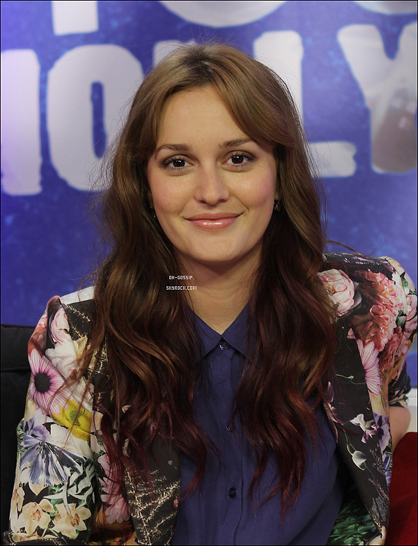 . 04/06/12 | Leighton M.  vêtue d'une très jolie veste à fleurs était au « Young Hollywood Studio » à Los Angeles en Californie accompagné du cast de « That's My Boy » pour promouvoir la sortie prochaine du film .
