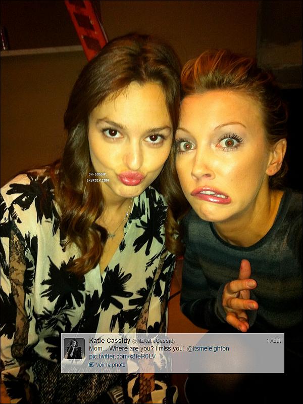 . Katie Cassidy a récemment posté une photo de Leighton et d'elle-même sur son twitter .