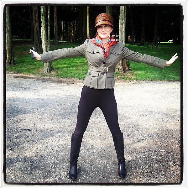 . 08/08/12 | Kelly Rutherford a posté sur son twitter une photo de Leighton sur le set de Gossip Girl .