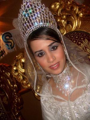 Hanane De Pres Avec S Robe Marocaine Traditionnelle