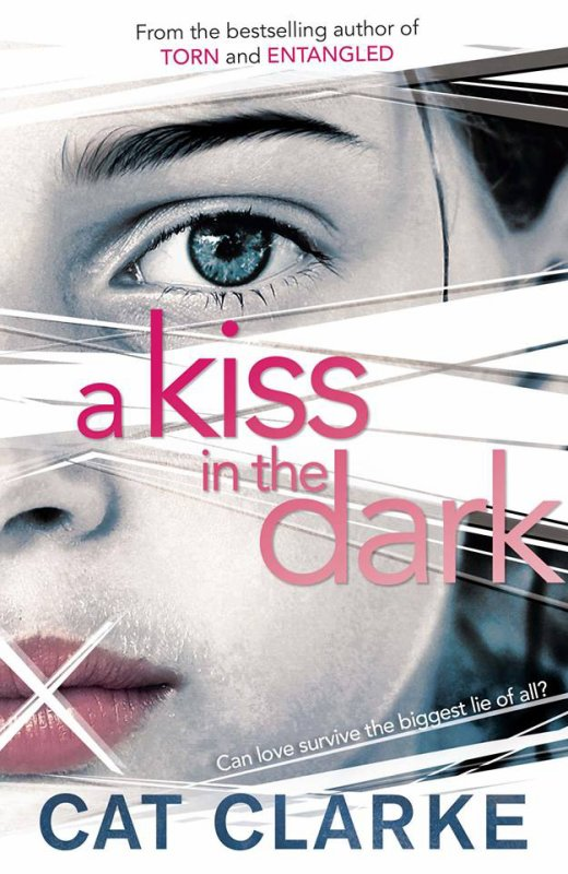 A kiss in the dark / Un baiser dans le noir de Cat Clarke