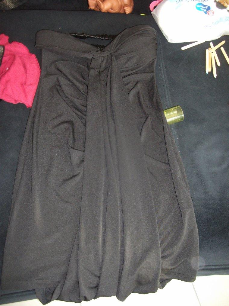 robe bustier noire taille m 2 euros jamais portée