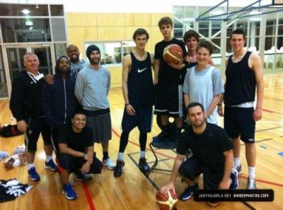Joue encore au basket  :)