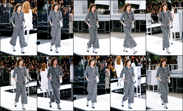 - 07.03.17 ─ Notre Gigi était présente lors du défilé de la célèbre marque « Chanel » pour la fashion week de Paris ![/s#00000ize]Un peu plus tard, à la suite du défilé Gigi est photographiée alors qu'elle le quittait ! Elle portait une tenue spéciale mais qui lui correspond ! Beau top !  -