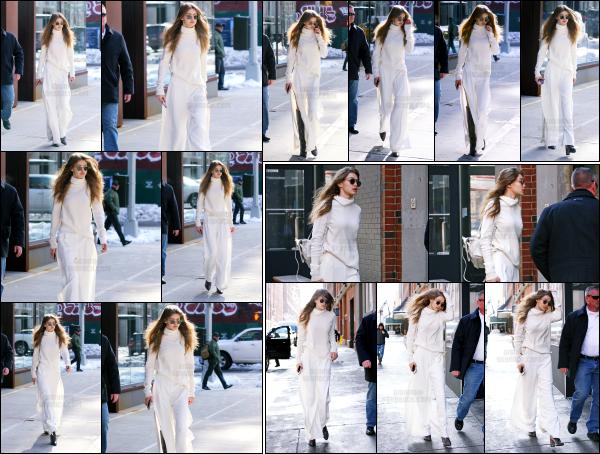 - 16.03.17 ─ Notre Gigi Hadid est photographiée alors qu'elle quittait son appartement dans les rues de New York ! [/s#00000ize]C'est tout de blanc vêtu que nous la retrouvons après quelques jours sans nouvelle après son retour aux Etats Unis! Je donne un beau top pour la sortie.  -
