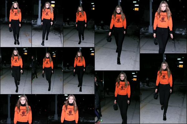 - 17.03.17 ─ Notre Gigi Hadid est photographiée alors qu'elle quittait son appartement dans les rues de New York ! [/s#00000ize]Gigi est encore une fois photographiée alors qu'elle quittait son appartement New Yorkais, et c'est avec un pull orange falsh que nous la retrouvons. Top ! -