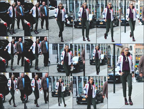 - 29.03.17 ─ Notre Gigi Hadid est photographiée alors qu'elle revenait son appartement dans les rues de New York. [/s#00000ize]C'est toujours dans la même tenue que la belle Gigi Hadid a été photographiée a nouveau. Je ne suis donc toujours pas fan. Mais j'aime bien le make up.   -