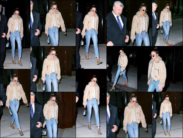 - 19.01.17 ─ Notre ravissante Gigi' Hadid est photographiée alors qu'elle se promenait dans les rues de New York ! [/s#00000ize]C'est dans une tenue très simple mais très jolie que nous retrouvons Gigi se soir là dans les belles rues de New York. Je lui accorde donc un très jolie top.     -