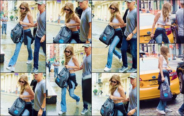 - ''•-14/08/18-' : Gigi Hadid a été photographiée en arrivant à l'appartement de son petit ami Zayn à New York. C'est dans une tenue décontractée, que nous retrouvons la belle blonde devant l'appartement de son amoureux, le chanteur Zayn Malik. -