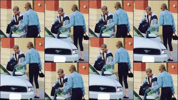 - ''•-31/07/18-' : Gigi Hadid a été photographiée lorsqu'elle quittait l'appartement de Zayn Malik dans New York. C'est accompagnée de son amoureux lui-même que notre belle Gigi Hadid a été aperçue, en rejoignant une voiture devant l'appartement. -