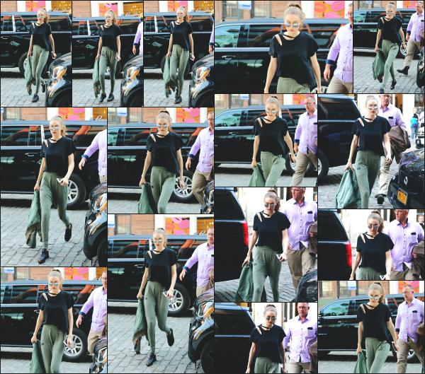 - 10.04.17 ─ Notre Gigi Hadid est photographiée alors qu'elle revenait son appartement dans les rues de New York. [/s#00000ize]Gigi a fait tombé la veste en cette après midi, surement a cause de la chaleur. La tenue est vraiment simple mais j'aime beaucoup le style. Un top ! Avis?!  -