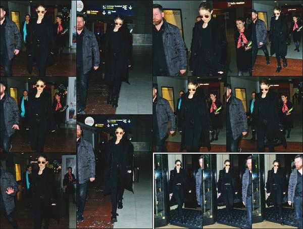 - 04.04.17 ─ Notre Gigi Hadid est photographiée alors qu'elle venait d'attérir a l'aéroport Charles de Gaulle à Paris ! [/s#00000ize]C'est à Paris que nous retrouvons Gigi encore une fois, elle y avait passé plusieurs semaine lors de la fashion week ! L'air parisien lui manquait surement.   -