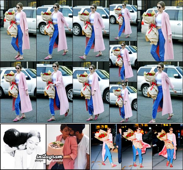 - 23.04.17 ─ Notre ravissante Gigi' Hadid est photographiée alors qu'elle se promenait dans les rues de New York ! [/s#00000ize]C'est bel et bien aujourd'hui que notre superbe Gigi H. fête ses 22 ans.Elle a aussi été photographiée en revenant à son appartement. Un très beau top !  -
