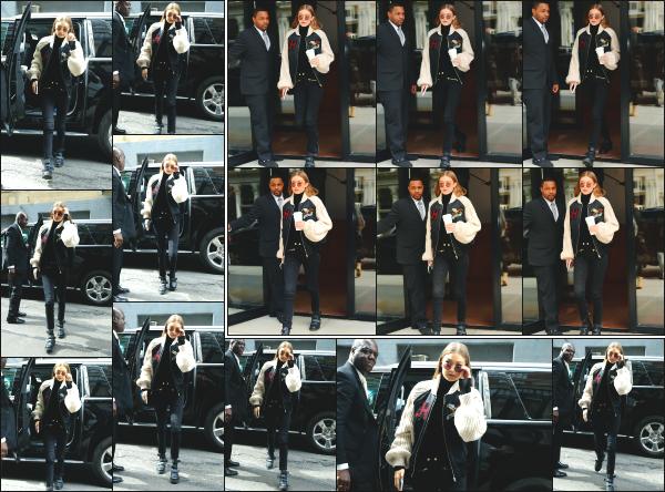 - 11.05.17 ─ Notre Gigi Hadid est photographiée alors qu'elle quittait son appartement dans les rues de New York ! [/s#00000ize]La ravissante Gigi H. quittait son appart' ce jour là pour se rendre dans les bureaux de la marque Tommy Hilfiger ou nous la retrouvons un peu plus tard. -