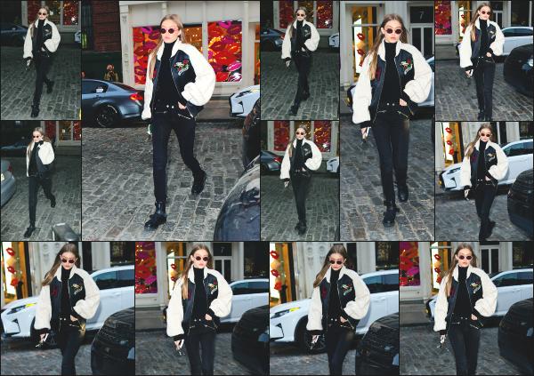 - 11.05.17 ─ Notre Gigi Hadid est photographiée alors qu'elle revenait son appartement dans les rues de New York. [/s#00000ize]Gigi est donc de nouveau photographiée ce jour là, après plusieurs jours sans nouvelles de la belle ! Sa tenue est sympa même si ce n'est pas mon style.   -