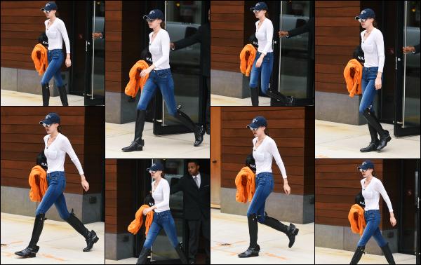 - 30.05.17 ─ Notre Gigi Hadid est photographiée alors qu'elle quittait son appartement dans les rues de New York ! [/s#00000ize]Gigi partait en direction d'une séance d'équitation, une des nombreuses passion de notre starlette! Je n'ai du coup, pas grand chose à dire sur sa tenue.    -