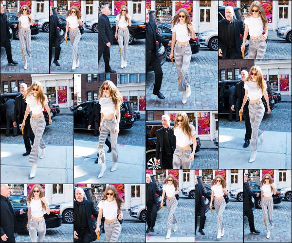 - 12.06.17 ─ Notre Gigi Hadid est photographiée alors qu'elle revenait son appartement dans les rues de New York.[/s#00000ize]C'est cette fois lorsqu'elle était de retour chez elle que G' est aperçue en fin de journée. J'aime toujours pas sa tenue, a cause du pantalon qu'elle porte !   -