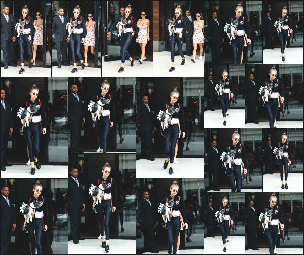 - 14.06.17 ─ Notre Gigi Hadid est photographiée alors qu'elle quittait son appartement dans les rues de New York ! [/s#00000ize]C'est en compagnie d'une amie à elle ainsi que de son petit chien que nous retrouvons Gigi, qui allait rejoindre un parc. Tenue de sport moyenne. Avis ?!   -