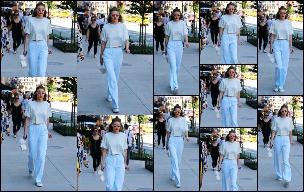 - 25.06.17 ─ Notre ravissante Gigi' Hadid est photographiée alors qu'elle se promenait dans les rues de New York ! [/s#00000ize]Gigi était en compagnie d'une amie a elle dans les jolies rue de la ville de New York ce jour là. Une tenue qui fait un peu pyjama a mon gout ! Petit top ! -