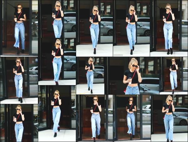 - 28.06.17 ─ Notre Gigi Hadid est photographiée alors qu'elle quittait son appartement dans les rues de New York ! [/s#00000ize]Gigi à cette fois ci, opté pour une tenue vraiment plus simple et ca fait plaisir à voir, même si je n'aime pas trop la coupe de son pantalon. Un petit top !  -