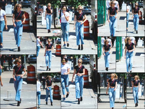 - 28.06.17 ─ Notre ravissante Gigi' Hadid est photographiée alors qu'elle se promenait dans les rues de New York ! [/s#00000ize]Gigi à cette fois ci, opté pour une tenue vraiment plus simple et ca fait plaisir à voir, même si je n'aime pas trop la coupe de son pantalon. Un petit top ! -