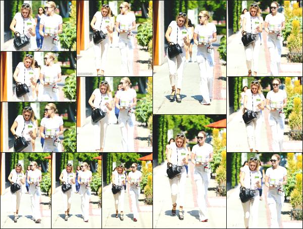 - 05.07.17 ─ Jelena Hadid est photographiée, allant déjeuner dans Melrose Place dans les rues de West Hollywood ![/s#00000ize]Gigi est a présent sur l'état Californien, cela faisait un moment que nous l'avions plus vu là bas. Elle porte une tenue que je n'aime pas vraiment ! Un flop -