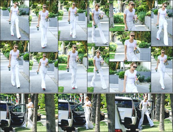 - 05.07.17 ─ Notre belle Gigi Hadid est photographiée, allant rendre visite à un ami dans les rues de Los Angeles !![/s#00000ize]Gigi est a présent sur l'état Californien, cela faisait un moment que nous l'avions plus vu là bas. Elle porte une tenue que je n'aime pas vraiment ! Un flop -
