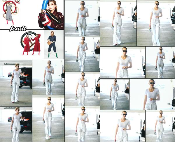 - 05.07.17 ─ Notre ravissante Gigi Hadid est photographiée, allant dans un salon de manucure dans Beverly Hills !![/s#00000ize]Gigi est a présent sur l'état Californien, cela faisait un moment que nous l'avions plus vu là bas. Elle porte une tenue que je n'aime pas vraiment ! Un flop -