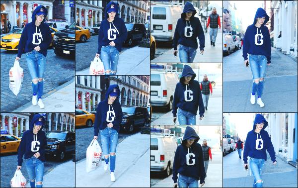 - 25.01.17 ─ La belle Gigi Hadid est photographiée alors qu'elle venait de faire des petites courses dans New York ![/s#00000ize]Gigi portait une tenue vraiment très décontracté pour le coup, avec ce sweat bleu à capuche. J'aime bien le style, un peu moins travaillé pour une fois !!  -