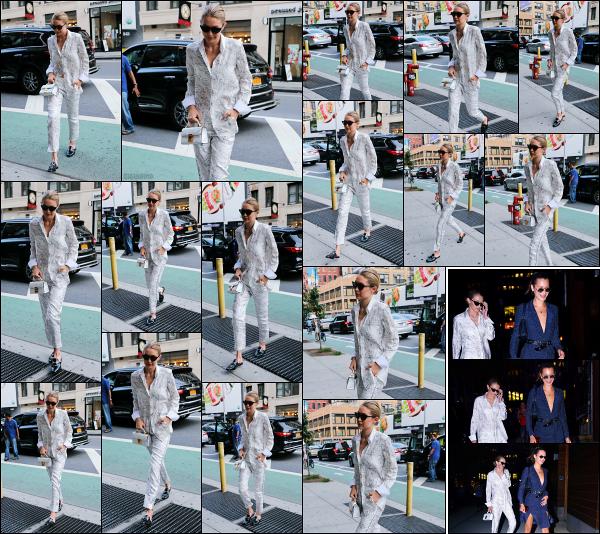- 17.07.17 ─ Notre Gigi Hadid est photographiée alors qu'elle arrivait devant un restaurant dans les rues -New York[/s#00000ize]Un peu plus tard dans la soirée, c'est après avoir quitté le restaurant que nous la retrouvons, revenant chez elle avec sa petite soeur, Bella Hadid à N-Y ! -