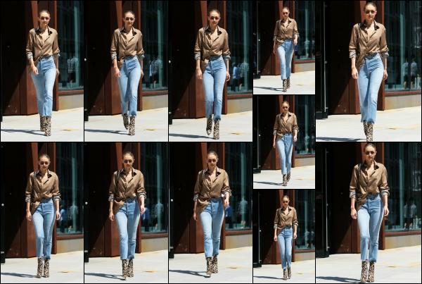 - 18.07.17 ─ Notre Gigi Hadid est photographiée alors qu'elle quittait son appartement dans les rues de New York ! [/s#00000ize]Gigi quitte son appart' ce jour là pour aller rejoindre une amie a elle dans un magasin, en plein coeur de la ville de New York ! J'aime beaucoup la tenue ! -