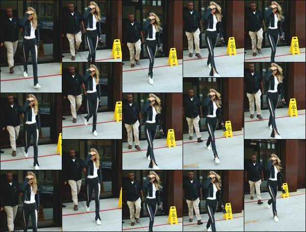 - 20.07.17 ─ Notre Gigi Hadid est photographiée alors qu'elle quittait son appartement dans les rues de New York ! [/s#00000ize]Gigi Hadid quitte son appart' ce jour là pour aller rejoindre une amie a elle dans un magasin, en plein coeur de la ville de New York ! Un bof pour la tenue -