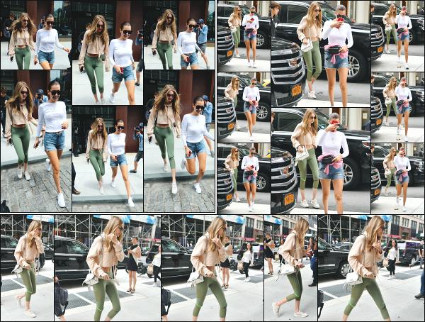 - 27.07.17 ─ Notre Gigi Hadid est photographiée alors qu'elle revenait son appartement dans les rues de New York.[/s#00000ize]Un peu plus tôt, Gigi est vue alors qu'elle quittait son appartement, avec sa soeur Bella Hadid ! Les deux soeurs ont passées un peu de temps ensemble ! -